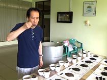 紅茶研究家の磯淵猛氏に依頼して、モスの求める味を探し出した。