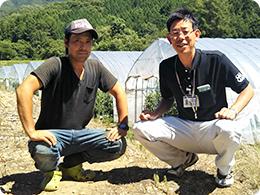 藤長さん(左)とJA庄原高野町の牧原さん(右)
