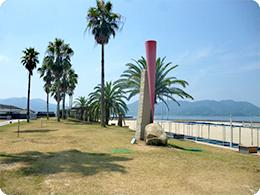 サンセットビーチにある作品その2『凪のとき赤いかたち/傾』