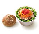 ごちそうサラダ「スモークチキンとにんじん・パプリカのマリネ」ライ麦パン付き 和風ドレッシング<減塩タイプ>