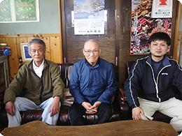 左から、父の豊さん、祖父の正男さん、亮太さん