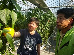 従業員の三浦さん(左)と橋本社長